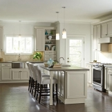 HomeCrest_Cabinetry_creamy_glazed_cabinets_casual_kitchen.jpg
