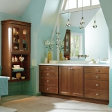 Homecrest_Cabinetry_cherry_cabinets_casual_bathroom.jpg