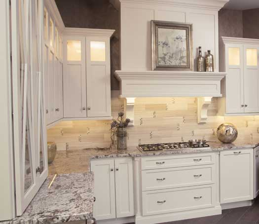 Delicieux Starmark_Cabinetry_Roseville Door Style In Maple Finished In Marshmallow  Cream 3